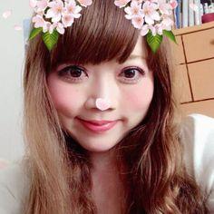 *  *  🌸も散りそうなので頭に花を咲かせてみました🌸  *  このまま梅雨に入りそうな勢いなくらい、ぐずぐずなお天気ですね…(ノω=`)  *  散り始めた風に吹かれる桜をみたかった⤵︎  残念…  *  *  #me #selfie #自撮り #自撮り女子 #japanese #japanesewoman #アプリ #snowアプリ #詐欺 #頭に花 #follwme #アプリ効果