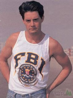 Agent Cooper - now is he another outright hot or does the weirdness of Twin Peaks make him Geird?!