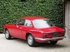 "Alfa Romeo GT 1300 Junior ""Scalino"" (1968)."