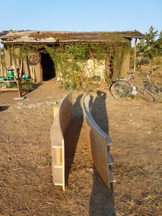 Curved rammed earth formwork made from local timber and plywood