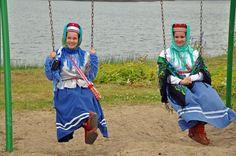 Skolt Sámi women in Sevettijärvi, Finland. Kola Peninsula, Folk Clothing, Lappland, Hunter Gatherer, National Archives, People Photography, Finland, Ninja, Russia