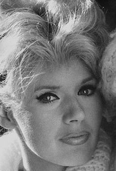 Connie Stevens was born Concetta Rosalie Ann Ingoglia in Brooklyn, New York City, the daughter of Eleanor McGinley, a singer, and Teddy Stevens (born. Vintage Hollywood, Classic Hollywood, Connie Stevens, Sandra Dee, Old Movie Stars, Vintage Movie Stars, The Muppet Show, Love Boat, She Movie