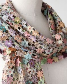 Popular crochet flower scarf free pattern sophie digard:lili et nene - this is a sophie digard product, there is no pattern. it looks like many many tiny crochet flowers linked together. RSEQQPH - Crochet and Knit Poncho Crochet, Beau Crochet, Crochet Flower Scarf, Crochet Cowl Free Pattern, Crochet Gratis, Crochet Scarves, Knitting Patterns Free, Crochet Clothes, Crochet Flowers