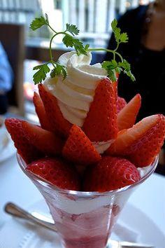 Recette de fraises à la crème mousseuse