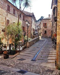 ~ PSG nascosta ~  #igersitalia #igersmarche #igersfermo #igworldclub #ig_italia #ig_marche #ig_fermo #igpic_marche #igpic_italia #volgoitalia #volgomarche #volgofermo #yallersitalia #yallersmarche #vivo_italia #vivomarche #vivofermo #ok_streets #loves_marche #loves_united_marche #loves_mediterraneo #destinazionemarche #viaggionellemarche #bestmarchepics #bestitaliapics #portosangiorgio #buongiornopsg #italiainunoscatto #top_italia_photo #italia360gradi