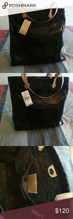 🌼  Michael Kors Tote 🌼 Genuine Michael Kors Tote Black Dimensions 14 x 14 x 4 opens pretty big.  1 zip pocket inside And 4 additional slip pockets 💕 Michael Kors Bags Totes