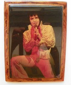 """WOOD HANGING FRAMED LACQUER FINISH PICTURE ELVIS PRESLEY IN WHITE OUTFIT 8"""" X 6"""""""
