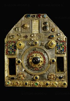 MEDIEVAL RELIQUARY A hexagonal reliquary,composed in the 16th century from the remains of 7th and 8th century goldwork. In the center,a 7th century fibula.The bottom band is formed of large cabochons connected with ornaments which date it to the 9th-11th century. H:38 cm Sainte-Foy Church, Conques, France