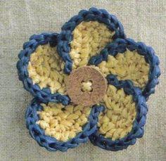 .crochet pinwheel flower with button center