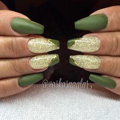 Bekijk deze Instagram-foto van @vaskasnaglar • 323 vind-ik-leuks Sexy Nails, Glam Nails, Bling Nails, Nails Only, Gelish Nails, Nail Polish Art, Trendy Nail Art, Beautiful Nail Designs, Green Nails