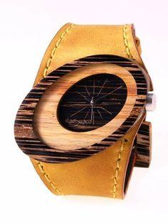 Reloj de pulso en madera, Mujer, marca Maguaco RM010. Maderas: Macana y Guayacán Hobo. $170.000 COP