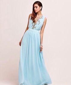 Para começar a semana com esse lindo dress azul surf que é a cara do verão…