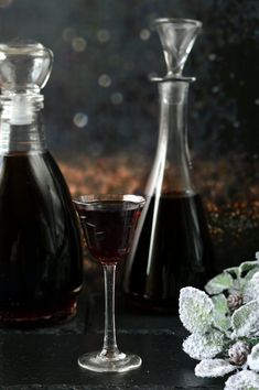 Prunus, Wine Decanter, Diy Food, Rum, Red Wine, Barware, Summertime, Alcoholic Drinks, Glass