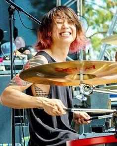 #oneokrock #ワンオクロック#tomoya#smile  Tomoyaの人気ぶりにたまにびびる(;・ω・)