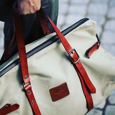 Havie Weekender. Classic travel bag. Fits hand luggage size at any flight company, and will make you feel the coolest at the airport. Cheers! #havie #haviemnfct #mensfashion #travel #handbag #dufflebag #look #handmade #luggage #leather #canvas