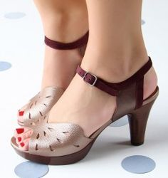 Chie Mihara shoes, sandals, blocs and boots. Buy now original, feminine footwear. Designer shoes of maximum comfort! Pretty Shoes, Cute Shoes, On Shoes, Shoe Boots, Shoes Sandals, Strappy Shoes, Flat Shoes, Shoes Sneakers, Unique Shoes