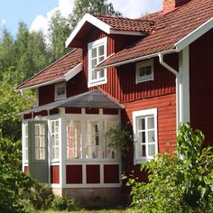 Swedish Cottage, Red Cottage, Cottage Homes, Sweden House, Red Houses, Unusual Homes, Scandinavian Home, French Country Decorating, Future House