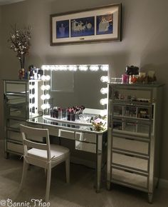 Hollywood Glow® Pro Vanity Mirror - Impressions Vanity Co. Vanity Room, Vanity Decor, Vanity Ideas, Makeup Vanity Storage, Makeup Vanities, Makeup Beauty Room, Hollywood Vanity Mirror, Vanity Mirrors, Glam Room