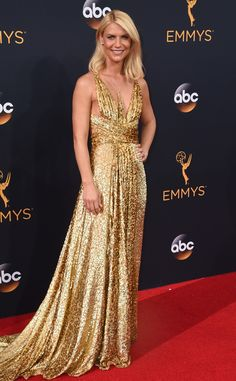 2016 Emmys: Claire Danes is wearing a gold sequin Schiaparelli gown! She shines bright like an Emmy! I like the sequins on this gown! Glamour queen!