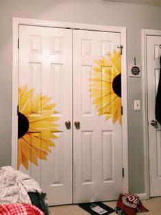 Amazing Bedroom with Sunflower Decoration, you need to Copy Immediately Cute Room Ideas, Cute Room Decor, Teen Room Decor, Wall Decor, Painted Bedroom Doors, Painted Doors, Wooden Doors, Sunflower Room, Mirror Painting