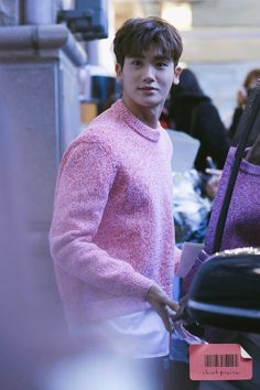 Not all men can pull off wearing pink clothes, but Park Hyungsik did it like it was nothing, a true legend. ⓒ ClasSik Park Hyung Sik, Cute Korean, Korean Men, Strong Girls, Strong Women, Asian Actors, Korean Actors, W Two Worlds, Park Bo Young
