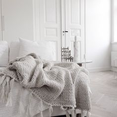 would love to curl up in that blanket right now. #home