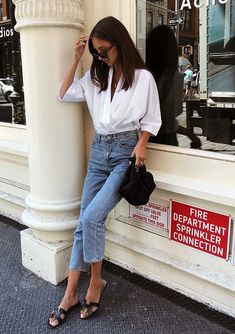 Musa do estilo: Felicia Akerstrom Style Muse: Felicia Akerstrom – White shirt, cropped jeans, black flats This image has. Summer Outfits, Casual Outfits, Fashion Outfits, Fashion Trends, Fashion Women, Fashion Clothes, Fashion Top, Cheap Fashion, Work Outfits