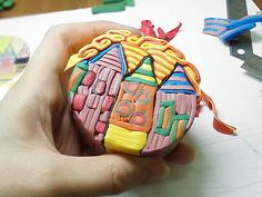 How to make a Hundertwasser Houses Cane or your own village using polymer clay Use for Christmas ornament gifts - church in Shen Vlash Fimo Polymer Clay, Polymer Clay Painting, Polymer Clay Projects, Polymer Clay Creations, Polymer Clay Earrings, Polymer Beads, Biscuit, Play Clay, Clay Tutorials