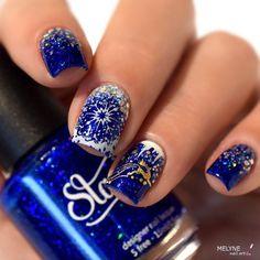 Petit nail art d'hiver ❄️💙 sur un bleu trop canon!! C'est HO HO H20 by @starrilynails disponible chez @xoxoLLP  , j'en suis tombé amoureuse 😍 auquel j'ai ajouté des touches de Big Bang Flurry un vernis à paillettes holo de différentes tailles toujours de #starrilynails ✨ et des motifs de la plaque de stamping A013 de chez @whatsupnails 💅🏻. #nailart #livelovepolish #whatsupnails #melynenailart #naildesign