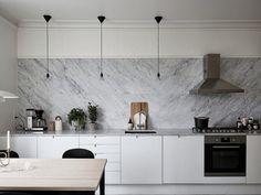 Cocina blanca encimera marmol  2