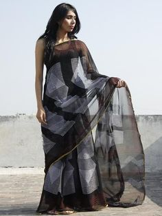 Cotton Saree Designs, Saree Blouse Neck Designs, Fancy Sarees, Party Wear Sarees, Black And White Saree, Black White, Trendy Dresses, Elegant Dresses, Simple Sarees