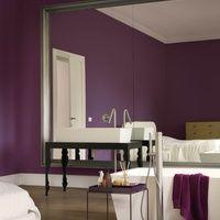 Royal Intrigue - Creations - Flexa (gave kleur op de slaapkamer).  Dit is extra mat. Combineren met zelfde kleur hoogglans voor tekening/spreuk boven bed