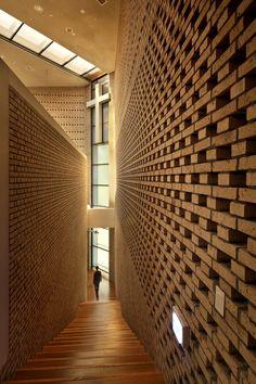 Galería de Capilla BUFS / Architects Group RAUM + Nikken Sekkei - 16
