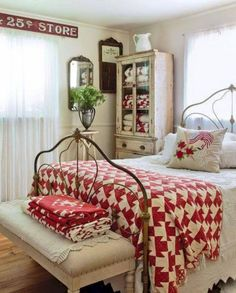 Home Decor – Bedrooms : Red/White Farmhouse /Country Bedroom -Read More – decor bedroom red Furniture - Bedrooms : Red/White Farmhouse /Country Bedroom - Decor Object Cottage Style Bedrooms, Style Cottage, Red Cottage, Shabby Chic Bedrooms, Country Bedrooms, Vintage Bedrooms, Vintage Beds, Country Cottage Bedroom, Bedroom Red