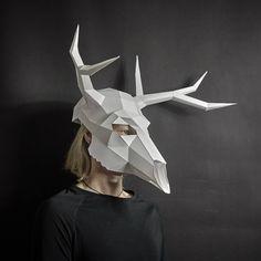 Mascaras Halloween, Halloween Masks, Halloween Crafts, Deer Skulls, Animal Skulls, Cardboard Mask, Cardboard Costume, Cardboard Sculpture, Low Poly Mask