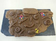 Fossil gingerbread slab!! This astonishing slice of geological and evolutional history is a delicious gingerbread slab containing fossils like ammonites, a horseshoe crab, a fish, worm-like creatures, brachiopods and plants. There's even little clutches of egg-like deposits. (Glasgow Science Centre)