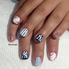 And she's ready for her trip to NY with her Bestie to see the Yankees play ⚾ have a good time dear :) Ny Nails, Love Nails, Swag Nails, Pretty Nails, Baseball Nail Designs, Baseball Nail Art, Teen Nail Art, Teen Nails, Yankees Nails