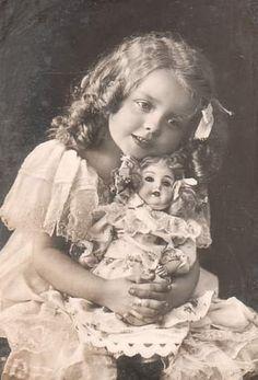 Мир , где правит кукла....