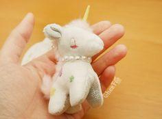 Une petite peluche licorne suuuper mignonne et très détaillée de la marque Japonais : Sunlemon ~~(♡^x^♡) Elle s'appelle KiraKira Uni :D  - Boutique kawaii en ligne www.chezfee.com