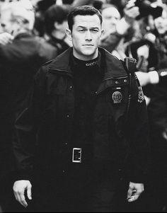 Officer John Blake in The Dark Knight Rises. I could barely handle him in a uniform. I squealed in the movie theater The Dark Knight Rises, Batman The Dark Knight, Batman Dark, John Blake, Movie Theater, Movie Tv, Whisper Love, Joseph Gordon Levitt, Attractive Men