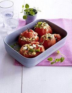 Gefüllte Tomaten mit Couscous, Schafskäse und Zucchini
