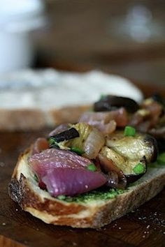 Potluck Parties: Meatless Monday Roasted Eggplant Sandwiches with white bean spread Healthy Summer Recipes, Vegetarian Recipes, Potluck Recipes, Salad Recipes, Tostadas, Eggplant Sandwich, Pesto Chicken Salads, Roast Eggplant, Eggplant Recipes