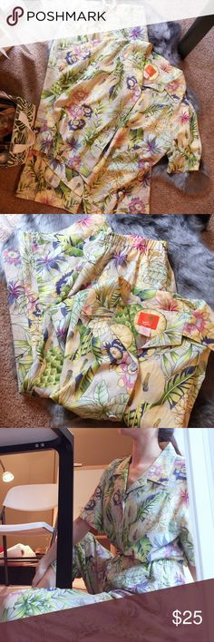 "Vintage Hearts of Palm tropical floral pajama set Fabric: 55% Linen, 45% Rayon. Size: 10, fits like M. Top length: 26"". Top width: 22"".  Pants length: 33"". Pants inseam: 23"". Waist: 24"" to 29"".  Both in like new condition. Hearts of Palm Intimates & Sleepwear Pajamas"