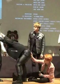 JIN'S JUST STANDING THERE LIKE JIKOOK IS THE MOST NORMAL THING IN THE WORLd