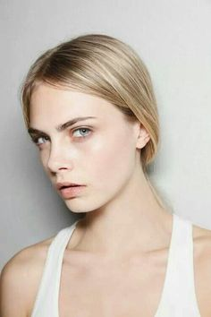 Francesca Jane Kelsey, Caste Bankston, Lieutenant General in the Illean Army (submitted by portrayed by Cara Delevingne) Cara Delevingne, Look Fashion, Fashion Models, Net Fashion, Beauty Make Up, Hair Beauty, Beauty Care, Vogue, Celebs