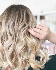 Blonde hairstyles perfect for spring and summer. ashy blonde balayage from salty blonde cut co salon in costa mesa