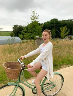 Youtubers, Phoebe Dynevor, Film, Beautiful Actresses, Star Fashion, Instagram Fashion, Beautiful People, It Cast, Celebs