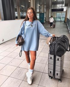 Travel outfit winter airport casual trendy ideas - best sophisticated work attire and office outfits for women Winter Travel Outfit, Winter Outfits, Summer Outfits, Casual Outfits, Fashion Outfits, Womens Fashion, Fashion Fashion, Hope Fashion, Office Outfits