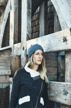 Winter Outdoor Outfit for Women. Organic Merino Wool Beanie in Grey by VAI-KØ. Casual Winter Outfits, Spring Outfits, Beanie Outfit, Outdoor Outfit, Looking For Women, Warm And Cozy, Merino Wool, Winter Hats, Organic
