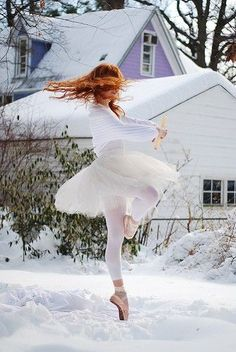 dancing in the snow. #pointe #ballet #dance